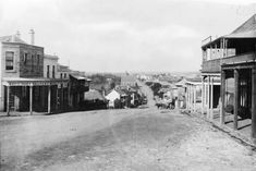 Looking east along Darling St,Balmain at the Curtis St intersection in 1870. 🌹