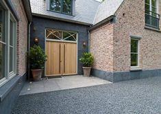 Woonhuis Blaricum - O5b architecten Bungalow Exterior, Bungalow House Plans, Garage Doors, Front Doors, Home Projects, New Homes, Villa, Building, Outdoor Decor