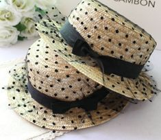 how to decorate a straw hat with flowers Kentucky Derby Outfit, Divas, Sun Hats For Women, Only Fashion, Women's Fashion, Woman Beach, Black Dots, Girl With Hat, My Style