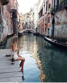 WEBSTA @ fashioninloverz - Awesome Venice Yayy ? via @fashionovely ❤️by @ohhcouture