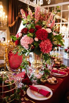 Strictly Weddings has brought you this Baroque-styled, Valentine wedding inspiration with sumptuous reds, delicate pinks and brilliant golds from our UK Luxe List partners! Event styling by @JemmaJadeEvents   Photography by @katenielen   Cakes by @lizcakeemporium  