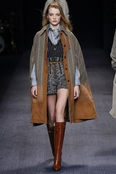 The Trussardi fall/ winter ready-to-wear collection is a hoot really, with the inclusion of uniforms turned daily outfit looks on the Milan Fashion Week runway. Ohh Couture, Couture Fashion, Runway Fashion, Womens Fashion, Fashion Trends, Milan Fashion, Look Fashion, High Fashion, Fashion Show