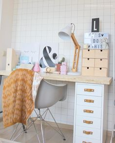 Meidenkamer inrichten   Kinderkamerstylist Workspace Inspiration, Room Inspiration, 21st Century Homes, Daughters Room, Kidsroom, New Room, Office Interiors, Home Decor Items, Office Desk