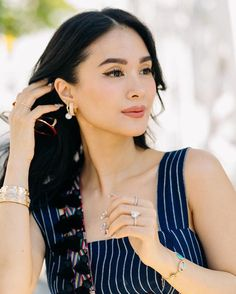 Here is how Heart Evangelista wears multiple ear piercings. Heart Evangelista, The Darling Buds, Classy Makeup, Catherine The Great, Multiple Ear Piercings, Classy And Fabulous, Timeless Beauty, Classy Outfits, Asian Fashion