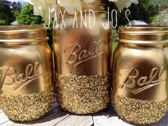 3 Shining shimmering gold Painted distressed mason jars vase vintage centerpiece wedding decor ball kerr rustic wedding Glitter sparkling [pretty sure these don't have to just be for weddings] Cheap Mason Jars, Mason Jar Vases, Mason Jar Centerpieces, Painted Mason Jars, Flower Centerpieces, Centerpiece Ideas, Diy Jars, Home Design, Gold Glitter Mason Jar