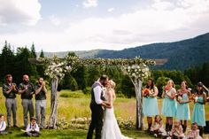 Déja & Jake got married in one of the most gorgeous places I've ever been. Leavenworth, WA served as a stunning backdrop for their wedding at the incredibly laid out venue, Brown Family H…
