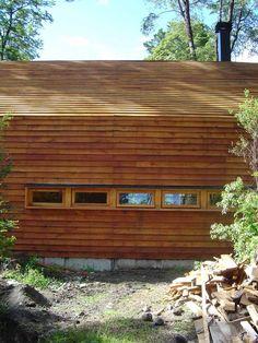 Casa Galpon - Cazu Zegers - Tecno Haus Tecno, Garage Doors, Cabin, House Styles, Outdoor Decor, Chile, Home Decor, Board And Batten Siding, Prefab Homes