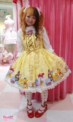 Yellow in Lolita is hard to look right, but I really like this! Japanese Street Fashion, Tokyo Fashion, Harajuku Fashion, Kawaii Fashion, Lolita Fashion, Cute Fashion, Asian Fashion, Harajuku Style, Gothic Fashion