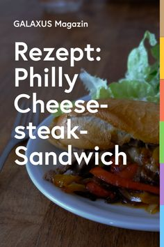 Zwiebelschmelze, Käse, Steak – und das alles in einem knusprigen Baguette. Das ist der Klassiker aus Philadelphia. Weil Simon noch Fondue-Mischung übrig hatte, hat er die gleich fürs Ami-Sandwich gebraucht, was wunderbar funktioniert hat. Philly Cheese Steak Sandwich, Cheesesteak, Baguette, Fondue, Philadelphia, Sandwiches, Food And Drink, Meet, Wallpaper