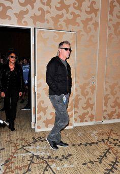 http://www2.pictures.zimbio.com/gi/James+Hetfield+Metallica+Through+Never+Comic+ACXgdjaIQK_l.jpg