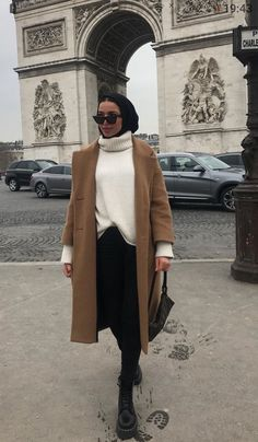 """This Is How to """"French Tuck"""" Your Shirt Like a Fashion Expert - hijab outfit Modern Hijab Fashion, Street Hijab Fashion, Hijab Fashion Inspiration, Muslim Fashion, Mode Inspiration, Modest Fashion, Look Fashion, Modest Outfits Muslim, Islamic Fashion"""