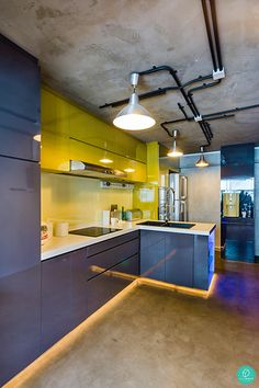Exposed piping and rough flooring, this kitchen has all the right elements for an industrial themed interior. #exposedpiping #industrialtheme