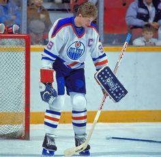 (informational link under construction) Canada Hockey, Wayne Gretzky, Nhl Players, Edmonton Oilers, Ice Hockey, Sports Teams, Construction, Life, Fan