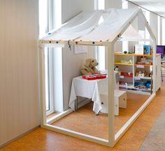 huis | themahoek | winkeltje | thema dokter | huishoek Daycare Design, Classroom Design, Kids Playroom Colors, Kids Room, Baby Spa, Cabana, Corner House, Church Nursery, Room Carpet