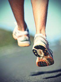 Correr con viento implica un mayor esfuerzo por lo tanto el gasto calórico es superior, se trabaja más la fuerza y la resistencia.