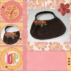 Bolsa pequena em veludo com aplicação de flores em feltro.
