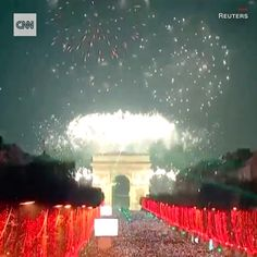 """CNN az Instagramon: """"Happy New Year! It's already 2020 in some parts of the world. From Paris to Dubai to Bangkok, here's how cities all over the world are…"""" All Over The World, Bangkok, Happy New Year, Dubai, Cities, Paris, Instagram, Montmartre Paris, Paris France"""