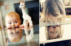 fotografías de niños reflejándose en objetos