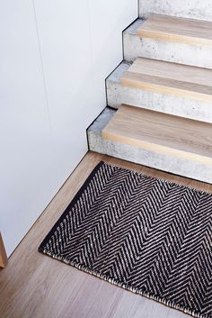 Farmhouse Staircase Pictures Rustic Outdoor Handrails Serengeti Entrance Mat Armadillo Co Timber Concrete Stair Stairway Banister Ideas Dark Wood Stairs - Annie Sloan Stair Rails How Concrete Staircase, Concrete Steps, Stair Railing, Staircase Design, Staircase Ideas, Railings, Stair Design, Mo Design, Wood Steps
