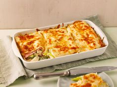 Asparagus lasagna with ham and mozzarella. Source by chefkochde Related posts: Cheesy Lasagna Roll Ups Pasta with green asparagus, tomatoes and pine nuts Vegan Lasagna Bolognese world's best lasagna Pasta Recipes, Appetizer Recipes, Lacto Vegetarian Diet, Musaka, Pasta Carbonara, Asparagus Recipe, Fresh Asparagus, Good Food, Food And Drink
