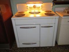 1953 Vintage antique HOME COMFORT E-1 electric cooking stove range oven IT WORKS