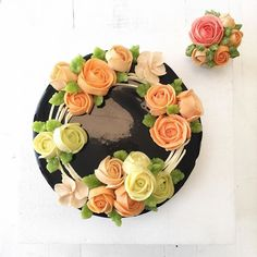 Here is the finished #buttercreamflowers cake. See previous post for a short video demonstrating how to make this #faircake #cakeschool #cakecourse #cakeclass #mirrorglaze #greenwich #london