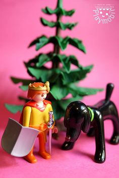 林家文 Mundo Play, Christmas Ornaments, Holiday Decor, Playmobil, Christmas Jewelry, Christmas Decorations, Christmas Decor