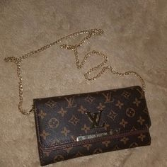 LOUIS VUITTON PURSE/CLUTCH $70