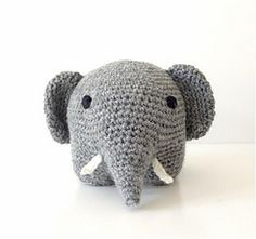 Haeklet-graa-elefant-forfra_small-free pattern in English, Spanish, and Danish