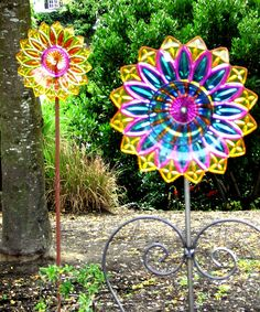 Epic 21 Amazing DIY Glass Garden Flowers Decorating your yard isn't a struggle. The yard is the ideal location to begin with Halloween decorations. Glass Garden Flowers, Glass Plate Flowers, Glass Garden Art, Flower Plates, Garden Crafts, Garden Projects, Art Crafts, Yard Ornaments, Garden Totems