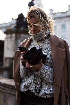 Cold // Oversized sweater, camel and a signet ring