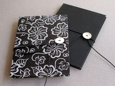 "Hhandmade accordion books that measures 5,7"" x 8,26"". Covered with handmade paper from Nepal and black fabric."