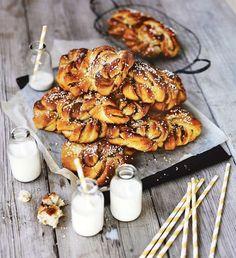 Härliga att baka, härliga att äta. Vad kan vara godare än nybakade kanelbullar?