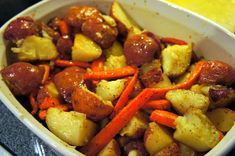 Easy and yummy oven roasted potatoes + carrots. Another recipe for the Large Bar Pan! Healthy Side Dishes, Side Dish Recipes, Easy Dinner Recipes, Healthy Dinner Recipes, Cooking Recipes, Dinner Ideas, Roasted Veggies In Oven, Roasted Potatoes And Carrots, Vegetable Sides
