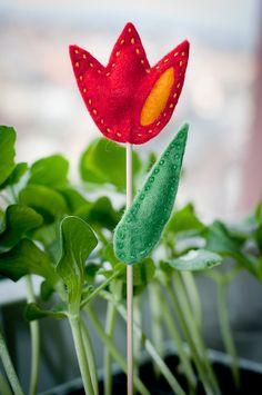 Tulipánový zápich do květináče - červený / Zboží prodejce Kuličky pro kočičky | Fler.cz Easter, Spring, Plants, Easter Activities, Plant, Planets