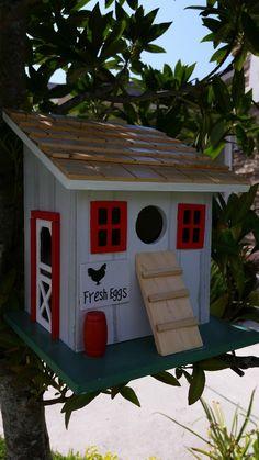 Birdhouse Hut Farmyard Cottage - Perfect for Your Miniature Garden