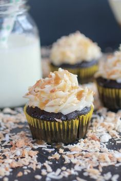 Toasted Coconut Caramel Chocolate Cupcakes - So, toasted coconut is about to rock your world. Oh and coconut caramel. Baking Cupcakes, Yummy Cupcakes, Cupcake Recipes, Cupcake Cakes, Dessert Recipes, Coconut Cupcakes, Coconut Buttercream, Cupcake Icing, Cupcake Ideas