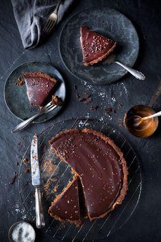 Schokoladentarte mit Dattel-Salzkaramell (vegan)