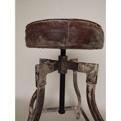 stoere vintage kruk gemaakt van gebruikte materialen. Verstelbaar tot op barhoogte.