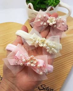 Off White, Fabric Flowers, Hair Clips, Beading, Bb, Accessories, Instagram, Fashion, Diy And Crafts