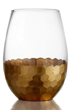 Love these gorgeous stemless wine glasses with a gold hammered bottom. They will be a great addition to the home especially when wanting to add some sparkle to special occasions.