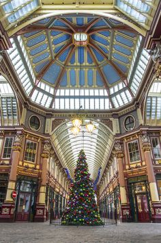 holiday decours | leadenhall market | london, england