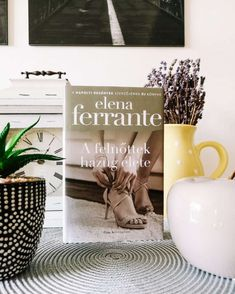 Elena Ferrante, Place Cards, Place Card Holders, Lettering, Drawing Letters, Brush Lettering