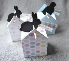 Une boîte de Pâques en forme de maisonnette.