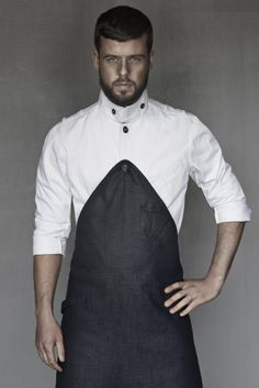 Sergio Herman, one of the world's youngest generation of three-star Michelin Chef's ('The Jane'- Antwerp) Kellner Uniform, Waiter Uniform, Barber Apron, Chef Shirts, Hotel Uniform, Staff Uniforms, Leather Apron, Uniform Design, Apron Designs