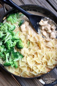 Cajun Chicken Alfredo Pasta Just leave out the chicken! Cajun Chicken Alfredo Pasta recipe on Tastes Chicken Pasta Dishes, Easy Pasta Dishes, Cajun Chicken Pasta, Chicken Broccoli, Chicken Casserole, Teriyaki Chicken, Healthy Chicken Alfredo, Chicken Alfredo Pizza, Creamy Chicken
