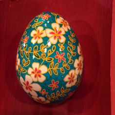 Flower pysanky egg by Hanna1004 on Etsy https://www.etsy.com/listing/187271737/flower-pysanky-egg