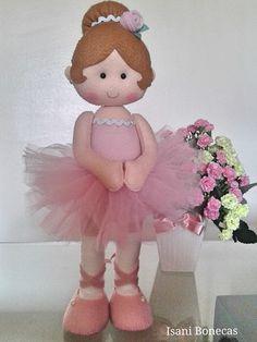 Boneca em feltro, fica em pé sem precisar de base, linda para decoração