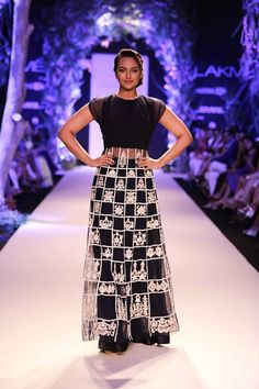 Actress Sonakshi Sinha in Manish Malhotra - LFW 2014