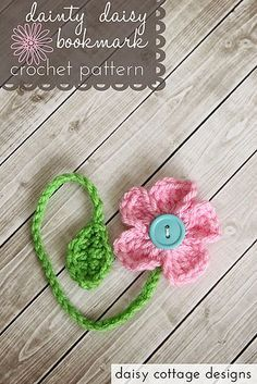 This adorable bookmark pattern can be customized to fit books of any size. Simple to whip up, they make the perfect gifts for book lovers or party favors for spring birthdays. The pattern is available on the blog, and there's also a link to the PDF file for easy printing. #crochet #crochetpattern #freecrochetpattern #crochetidea: